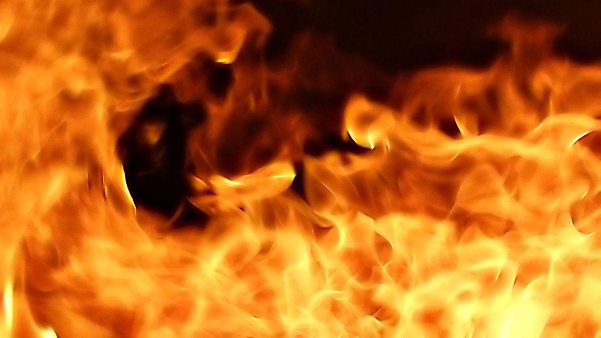 Flammen eines Feuers (Symbolbild)