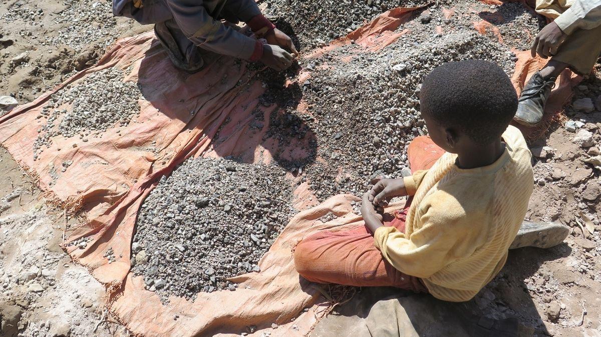 Ein Kind in einer Kobaltmine