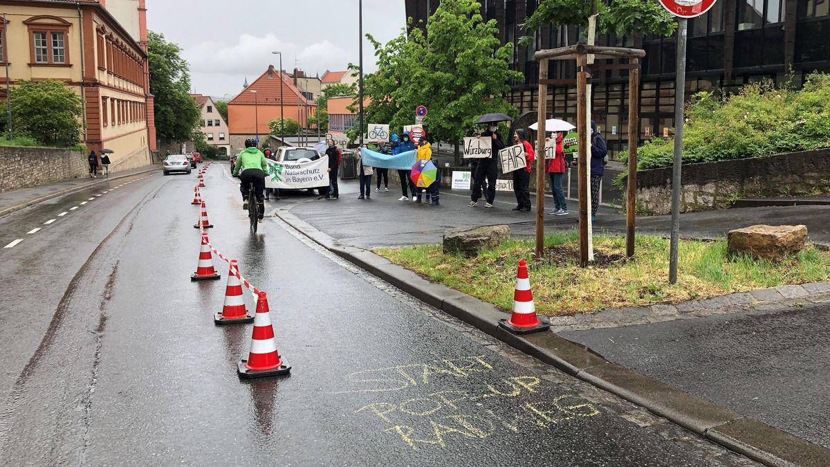 """""""Pop-Up Radweg"""" in Würzburg: Demo für bessere Radwege"""