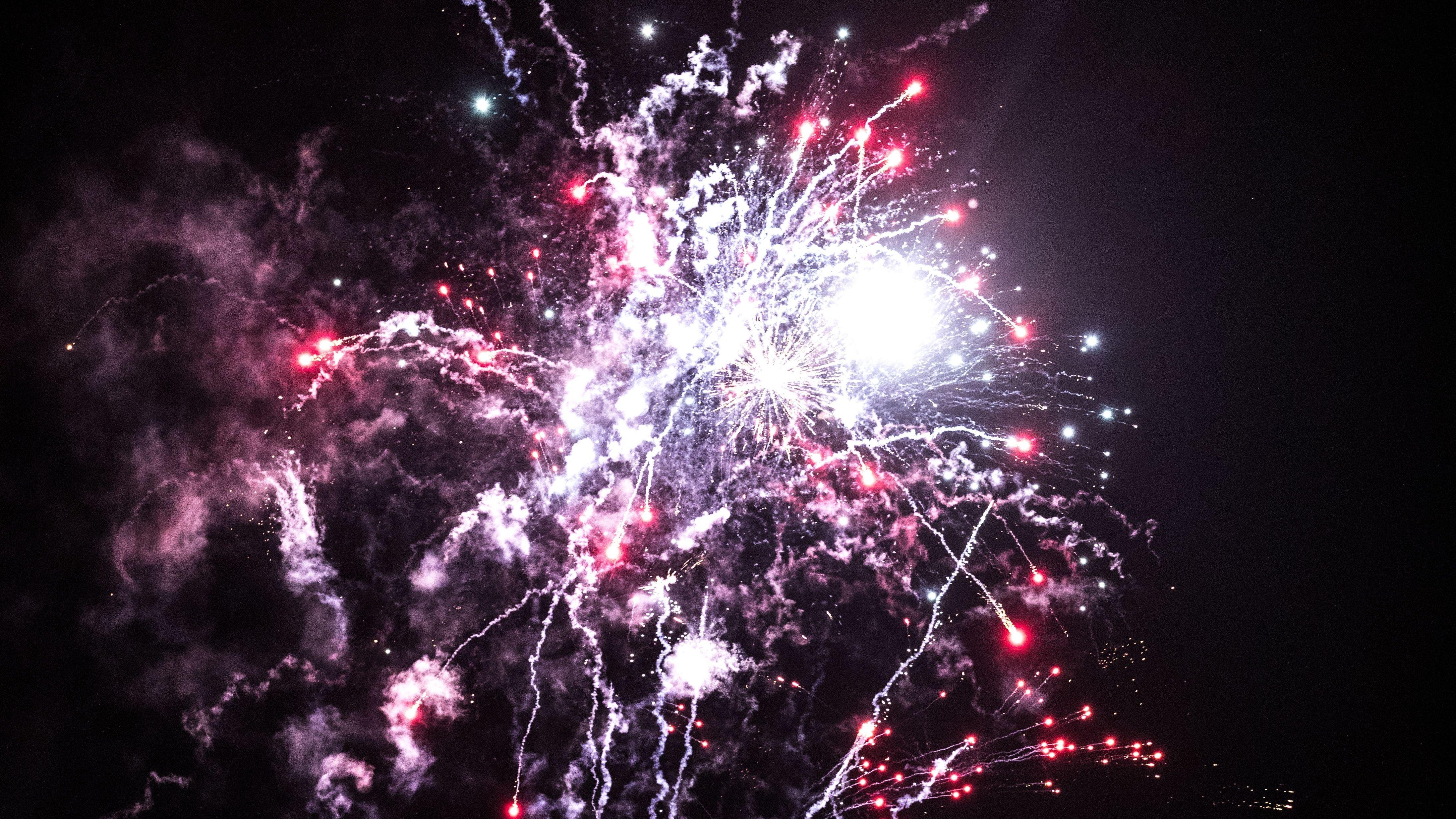 Feuerwerk am Silvesterhimmel