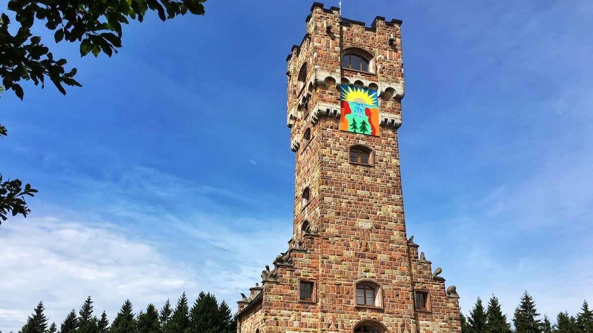 Grenzwanderung an der ehemaligen deutsch-deutschen Grenze: Altvaterturm im Landkreis Kronach: