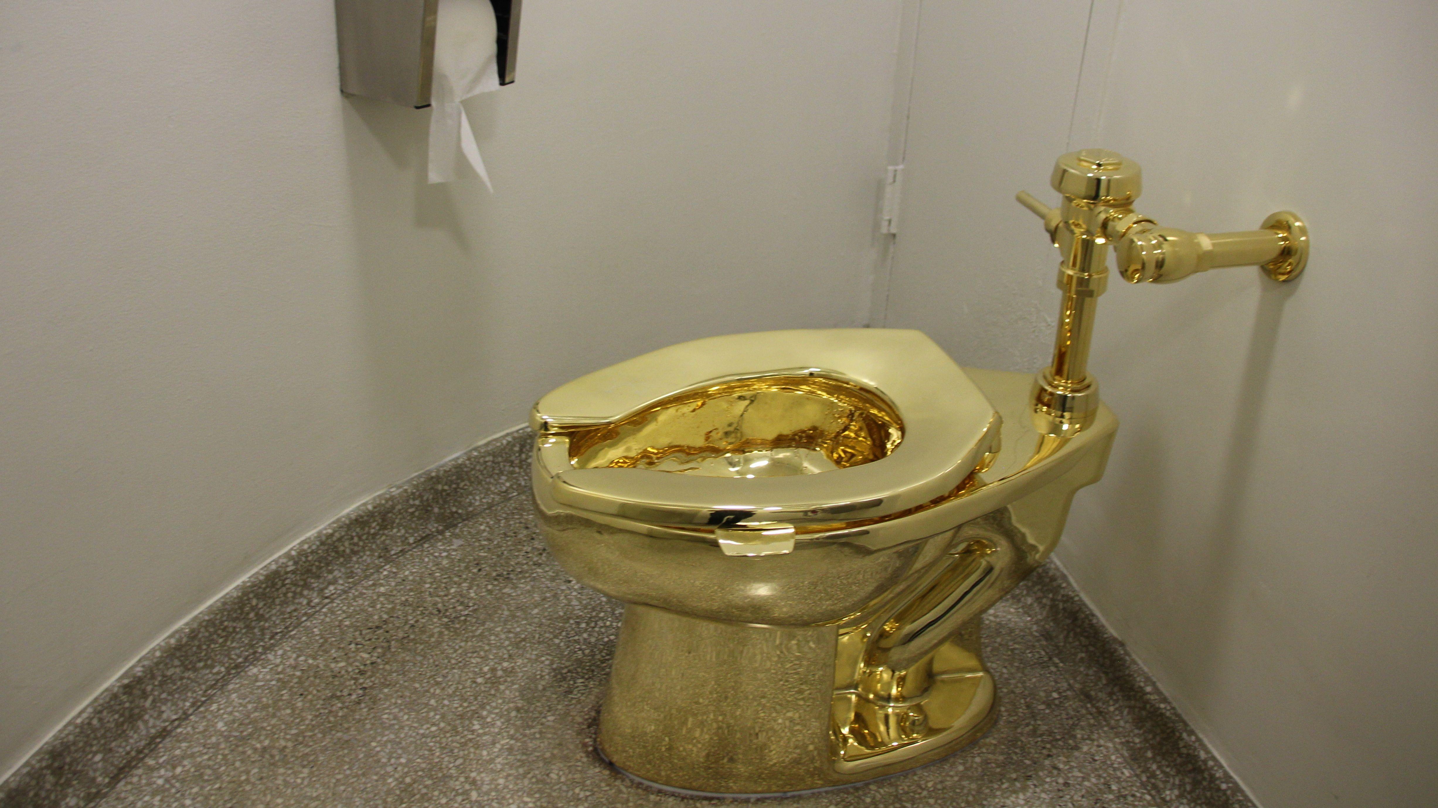 """Bild des gestohlenen goldenes Klos """"America"""""""