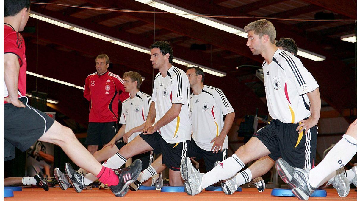 Fitnesstraining unter dem damaligen Fußball-Nationaltrainer Jürgen Klinsmann 2006