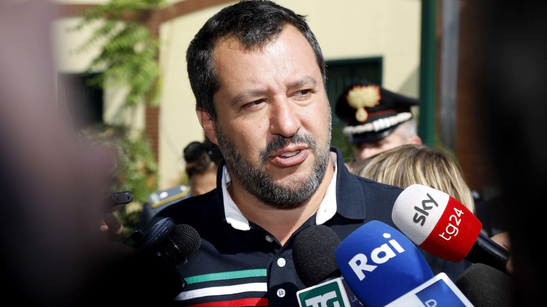 Italiens Innenminister Matteo Salvini vor Mikrofonen