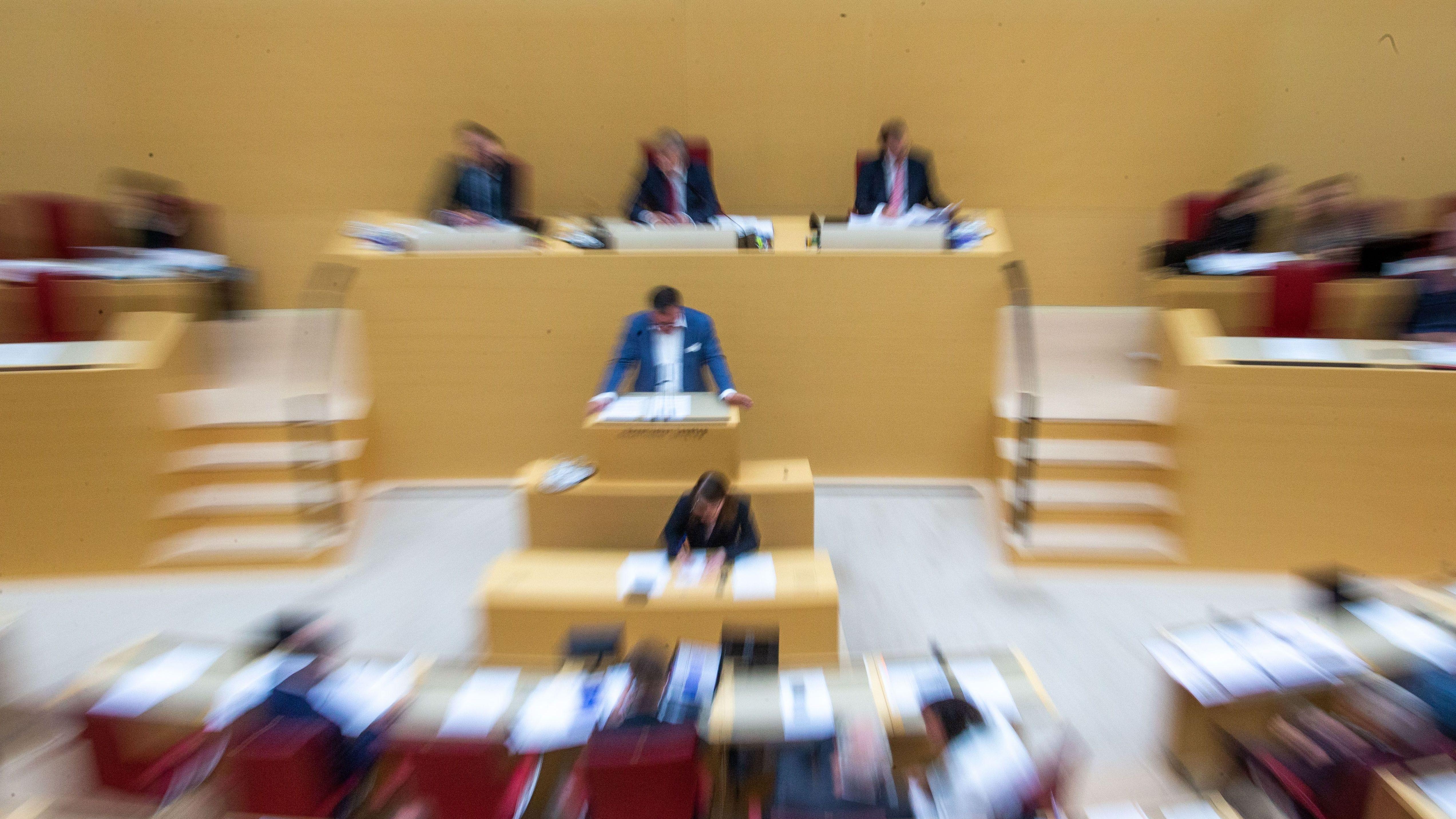 Alle aktuellen und zahlreiche ehemalige Mitglieder des Landtags sind auf Sekten-Liste