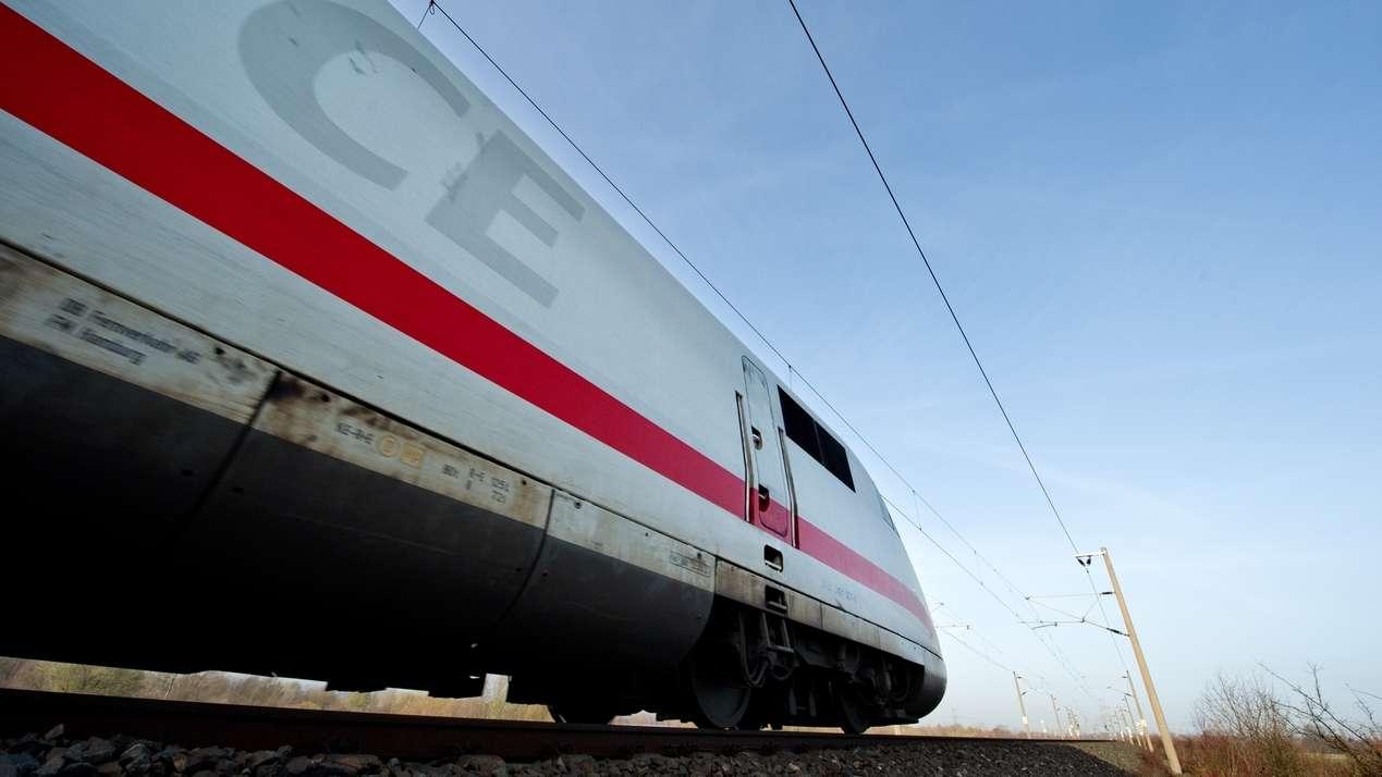 Symbolbild: Ein ICE der Deutschen Bahn