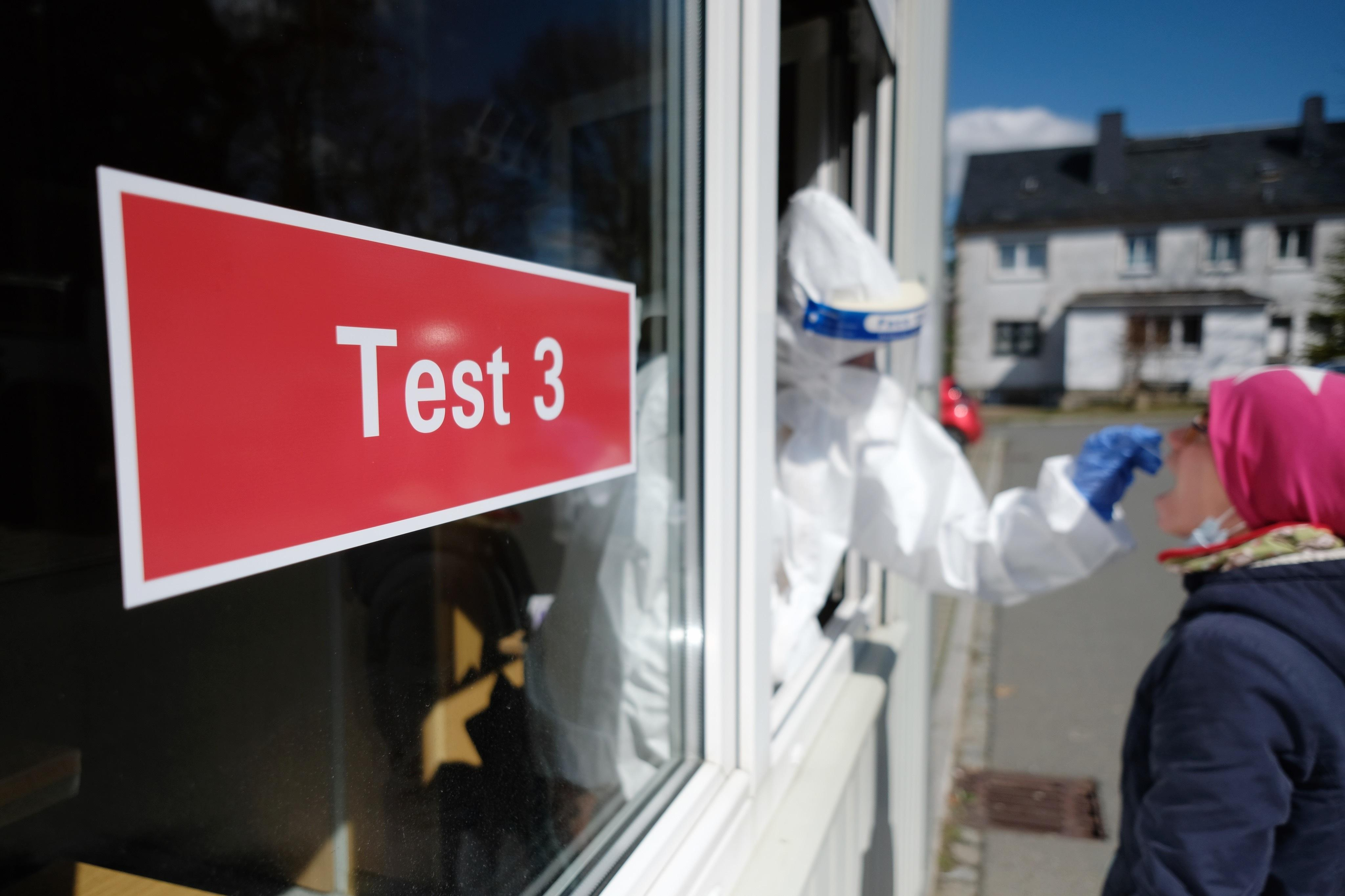 RKI am Montag: Gemeldete Neuinfektionen unter 9.000 gesunken