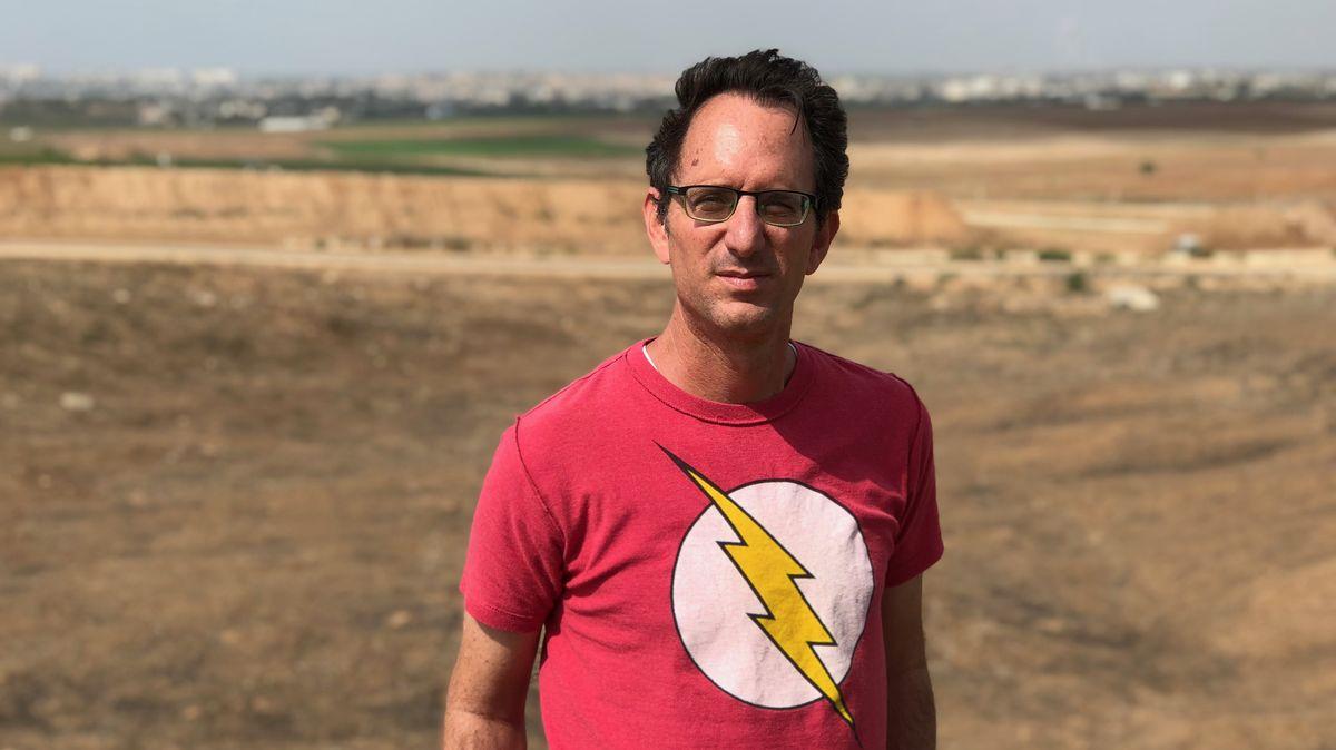 Alon Alscheich, im Hintergrund Gaza.