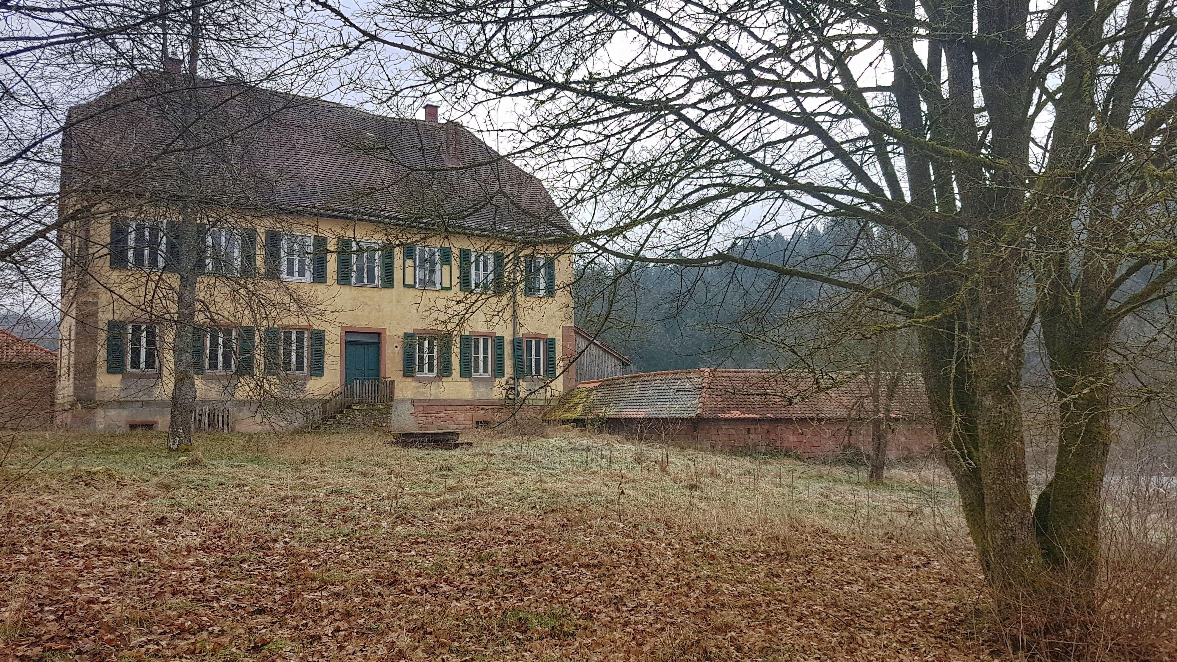 Marodes Hofgut Erlenfurt