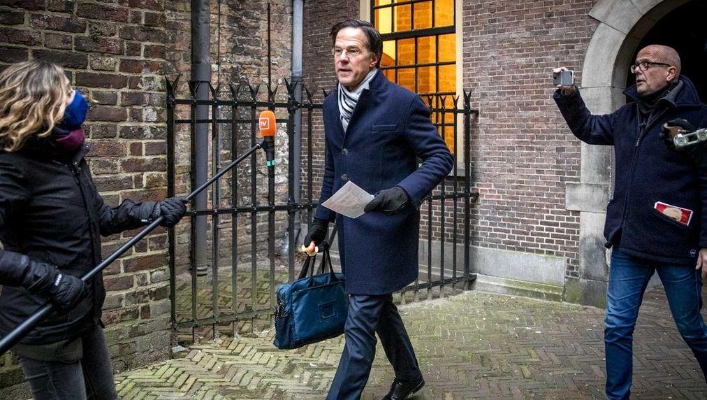 Niederländische Regierung zurückgetreten.