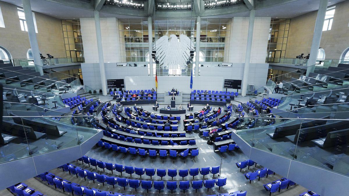 Der Bundestag soll eigentlich nur 598 Abgeordnete fassen, aktuell sind es jedoch über 700.