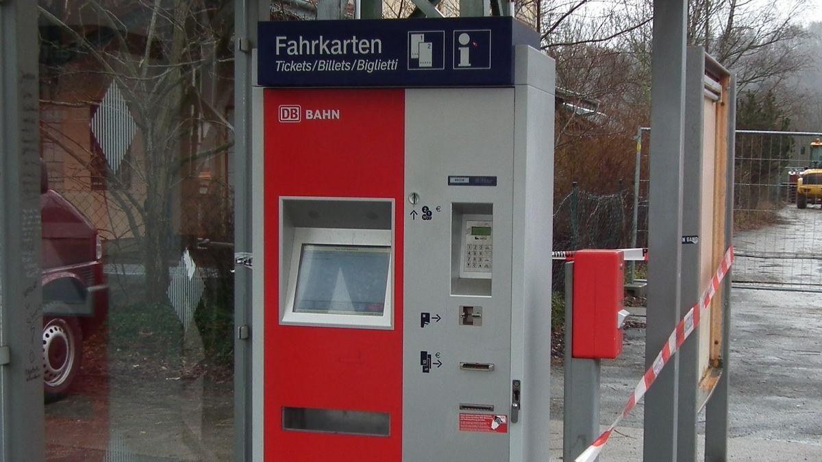 Aufgebrochener Fahrkartenautomat.