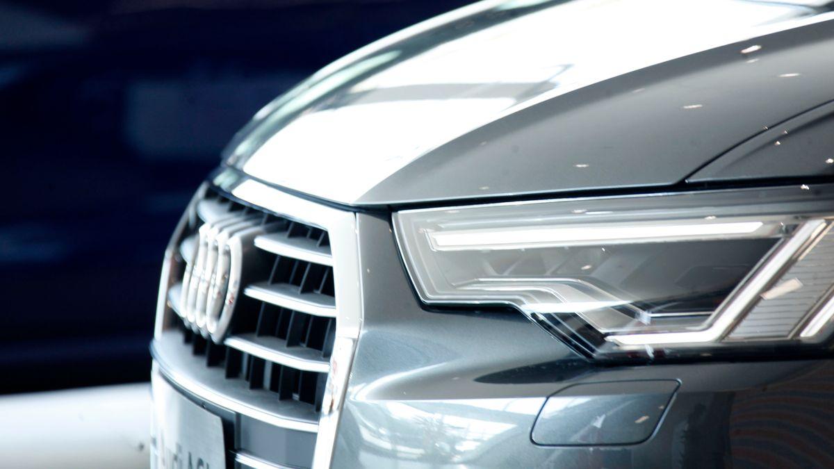 Was wusste Audi über die VW-Manipulationen? Ein Audi steht in einer Messehalle.