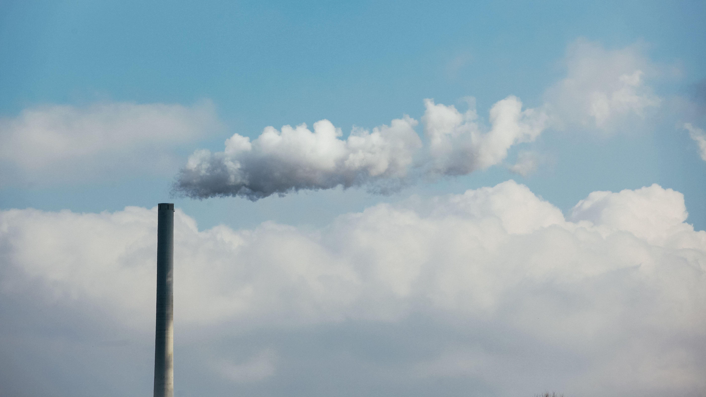 Schlot eines Kraftwerks (Symbolbild)