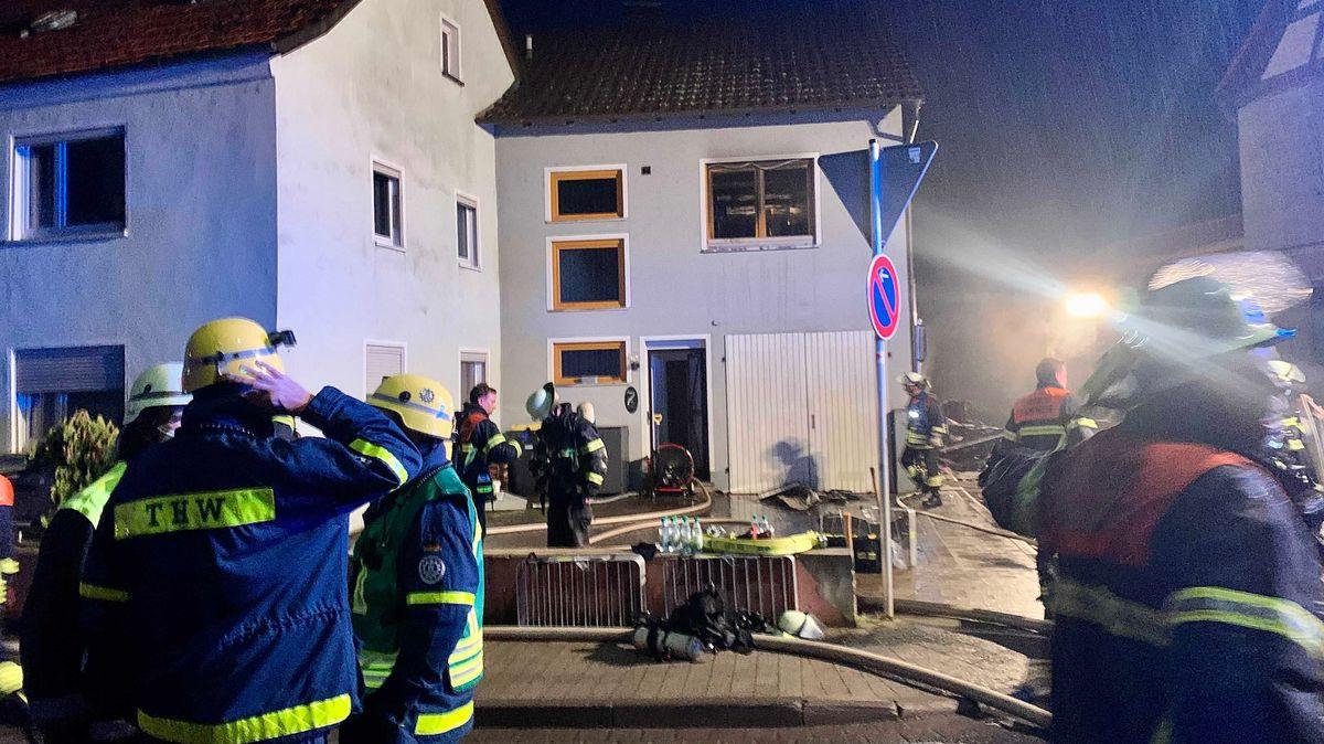 Feuerwehreinsatz wegen eines Wohnungsbrands in Reichenberg (Lkr. Würzburg)