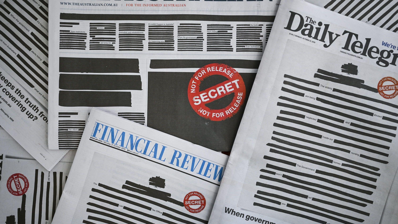 Australische Zeitungen erscheinen mit geschwärzten Titelseiten.