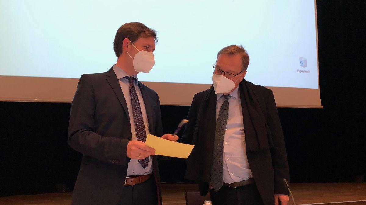 Jonas Glüsenkamp (links) und Andreas Starke im Gespräch