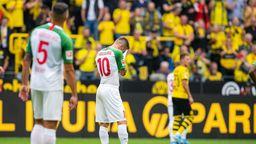 Enttäuschte Augsburger Spieler | Bild:picture-alliance/dpa