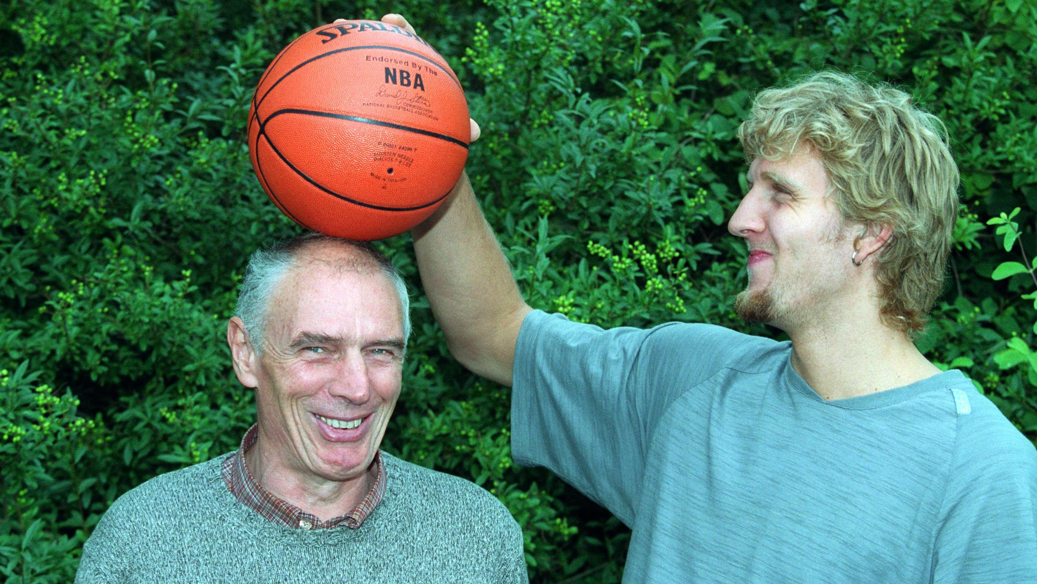 Dirk Nowitzki und Holger Geschwindner