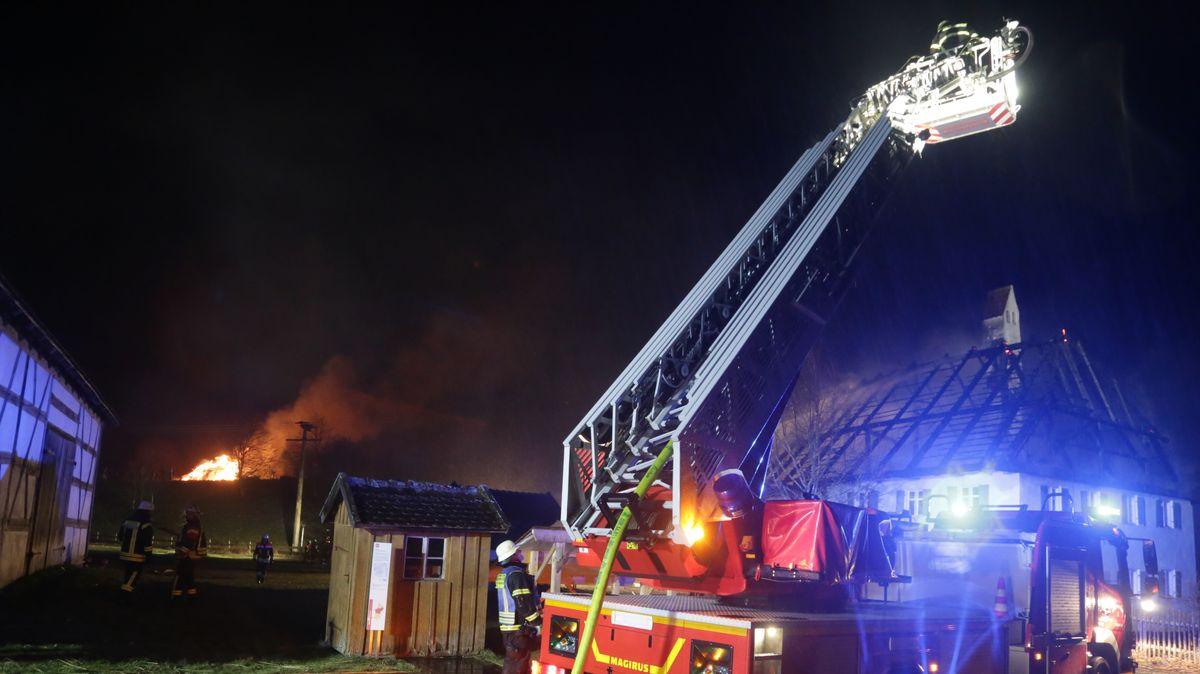 Der Feuerwehreinsatz wegen des Brandes im Schwäbischen Bauernhofmuseum Illerbeuren