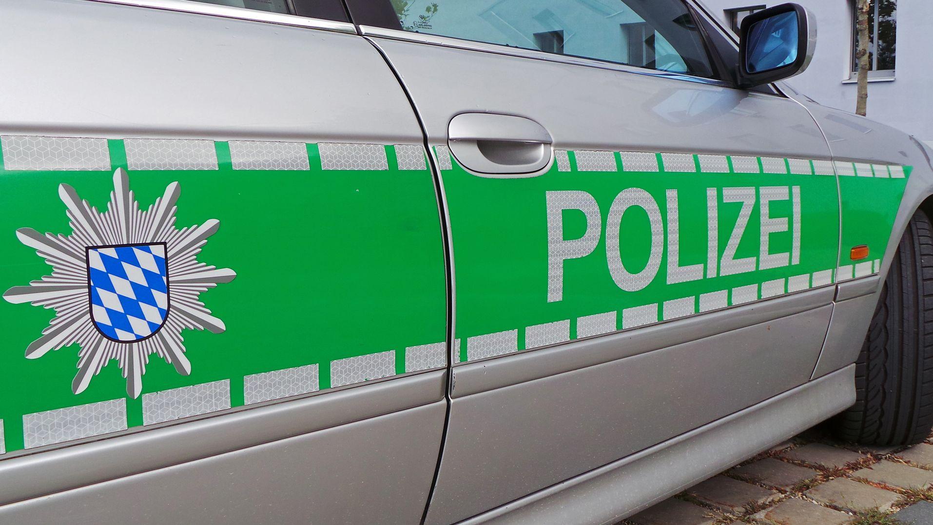 Polizeiauto von der Seite