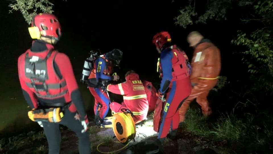 Taucher der DLRG Regensburg sichten ein gestohlenes Auto in der Donau