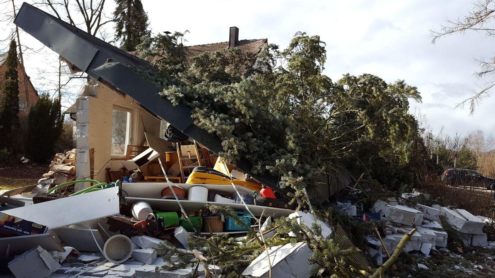 "Sturm ""Sabine"" zerstört Haus in Katzwang."