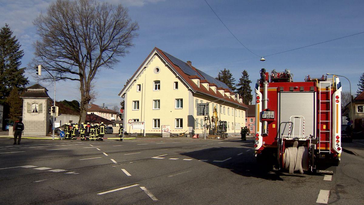 In einem Gebäude des Roten Kreuzes in Memmingen kam es heute Morgen zu einer Gasverpuffung, bei der fünf Menschen zum Teil schwer verletzt wurden.