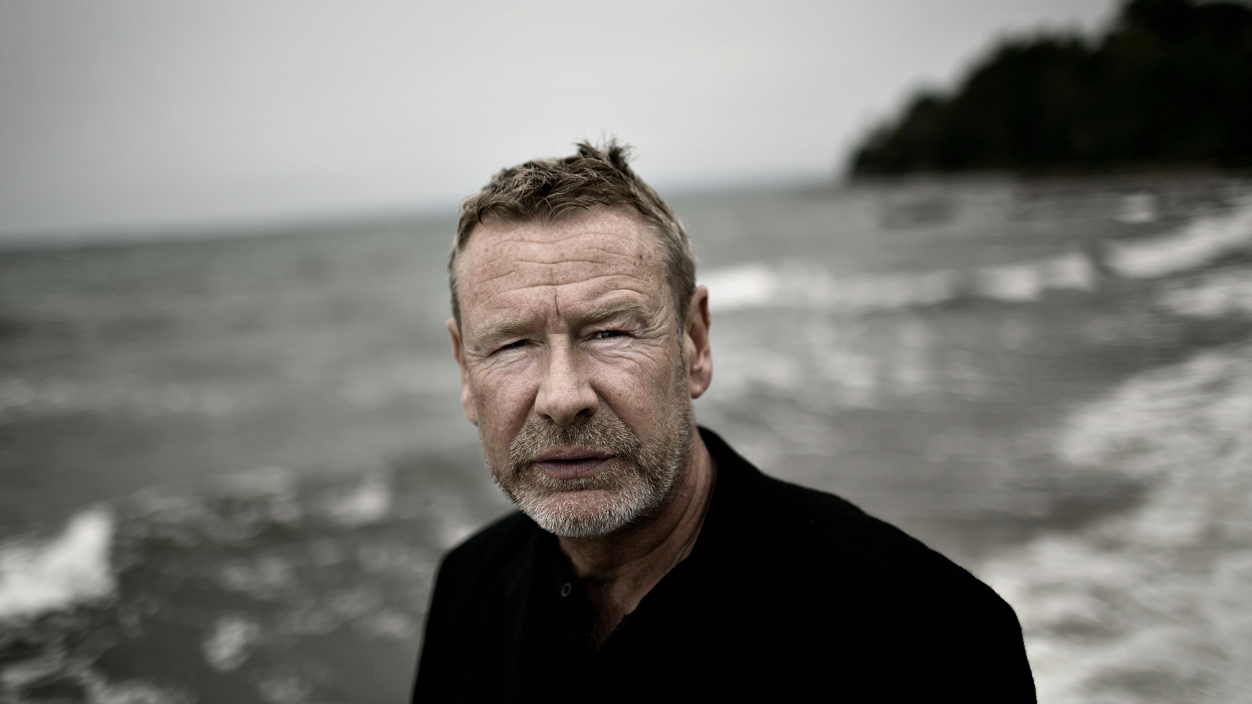 """Tomas Espedal hat Band 9 seiner autobiografischen 10-teiligen Reihe herausgebracht: """"Das Jahr"""""""