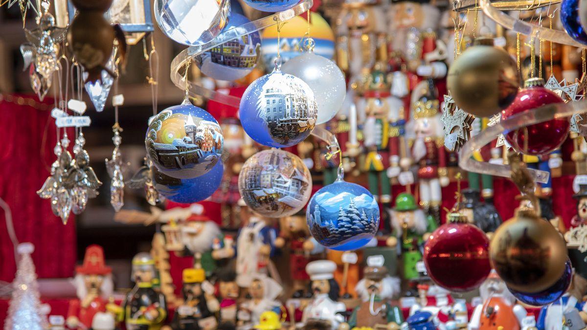 Blick in einen Stand am Nürnberger Christkindlesmarkt