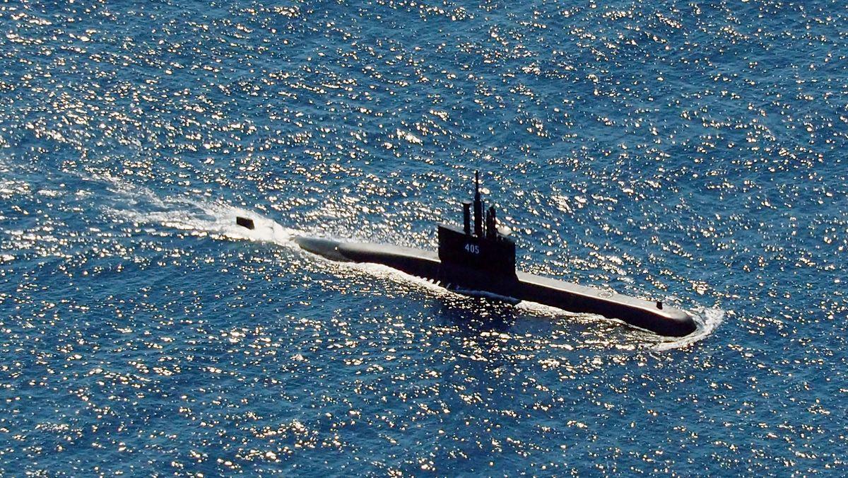 Das U-Boot KRI Alugoro der indonesischen Marine auf der Suche nach KRI Nanggala.