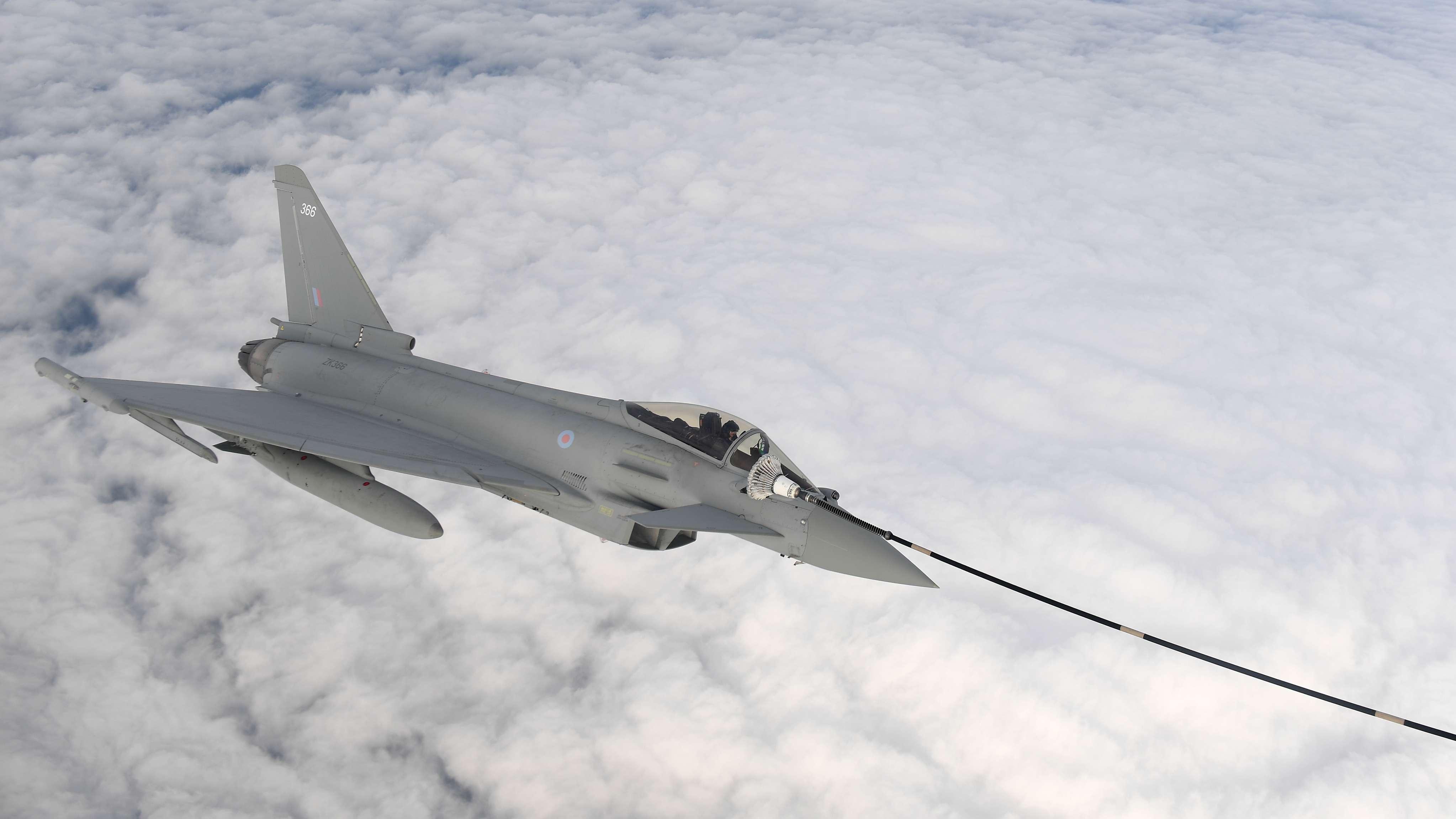 Eurofighter Typhoon beim Auftanken in der Luft (Symbolbild)