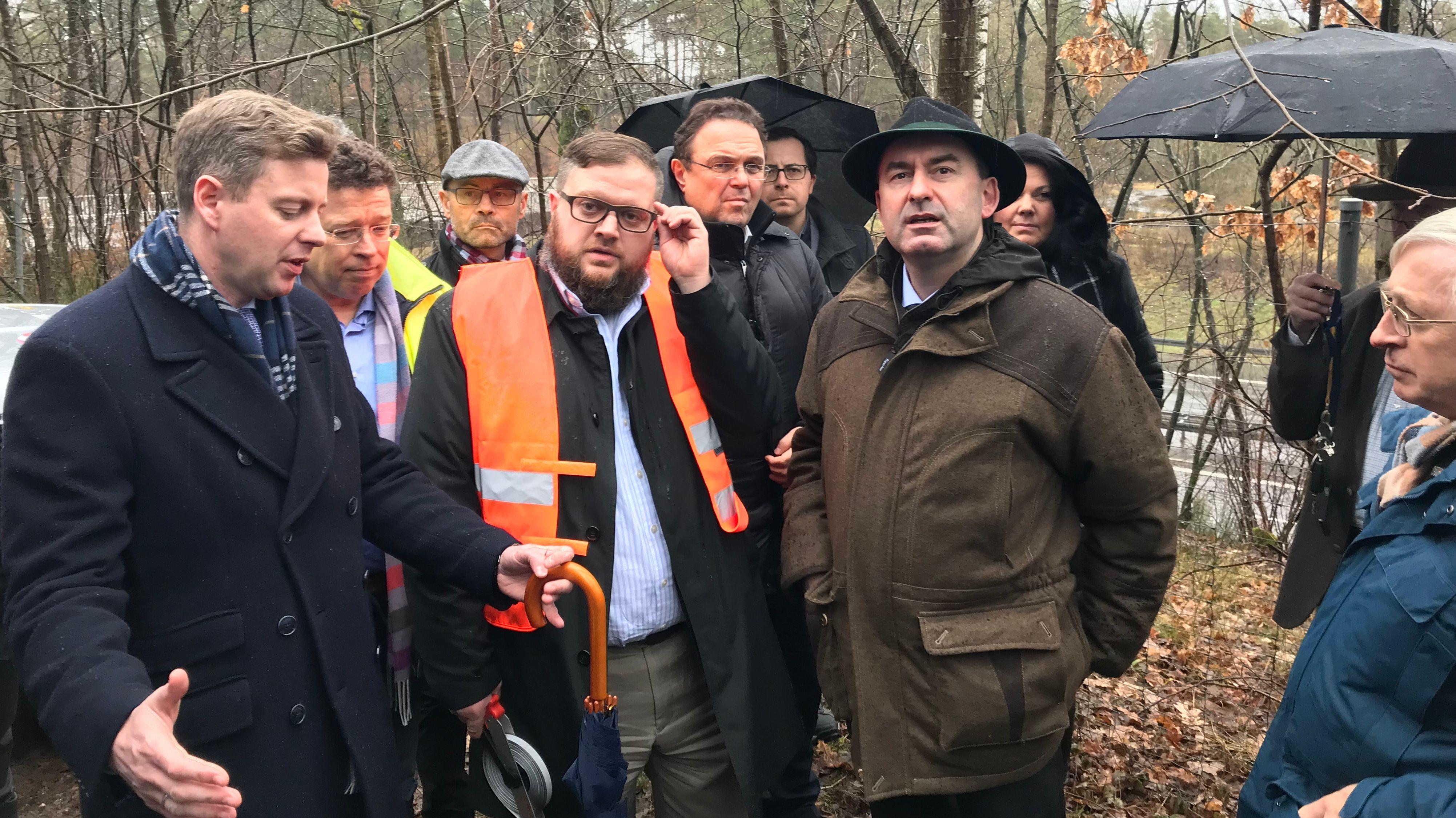 Energieminister Hubert Aiwanger informiert sich über den Südostlink.