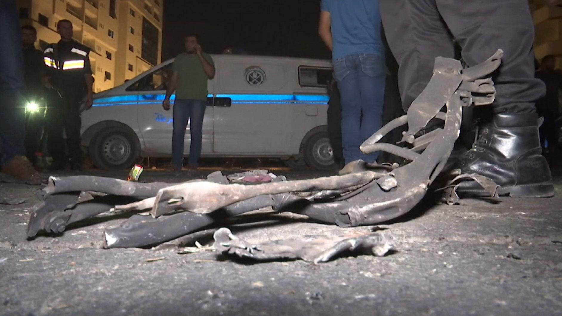 Weitere Eskalation im Gaza-Konflikt: Laut radikal-islamischer Hamas sind am Dienstag drei palästinensische Polizisten getötet worden.