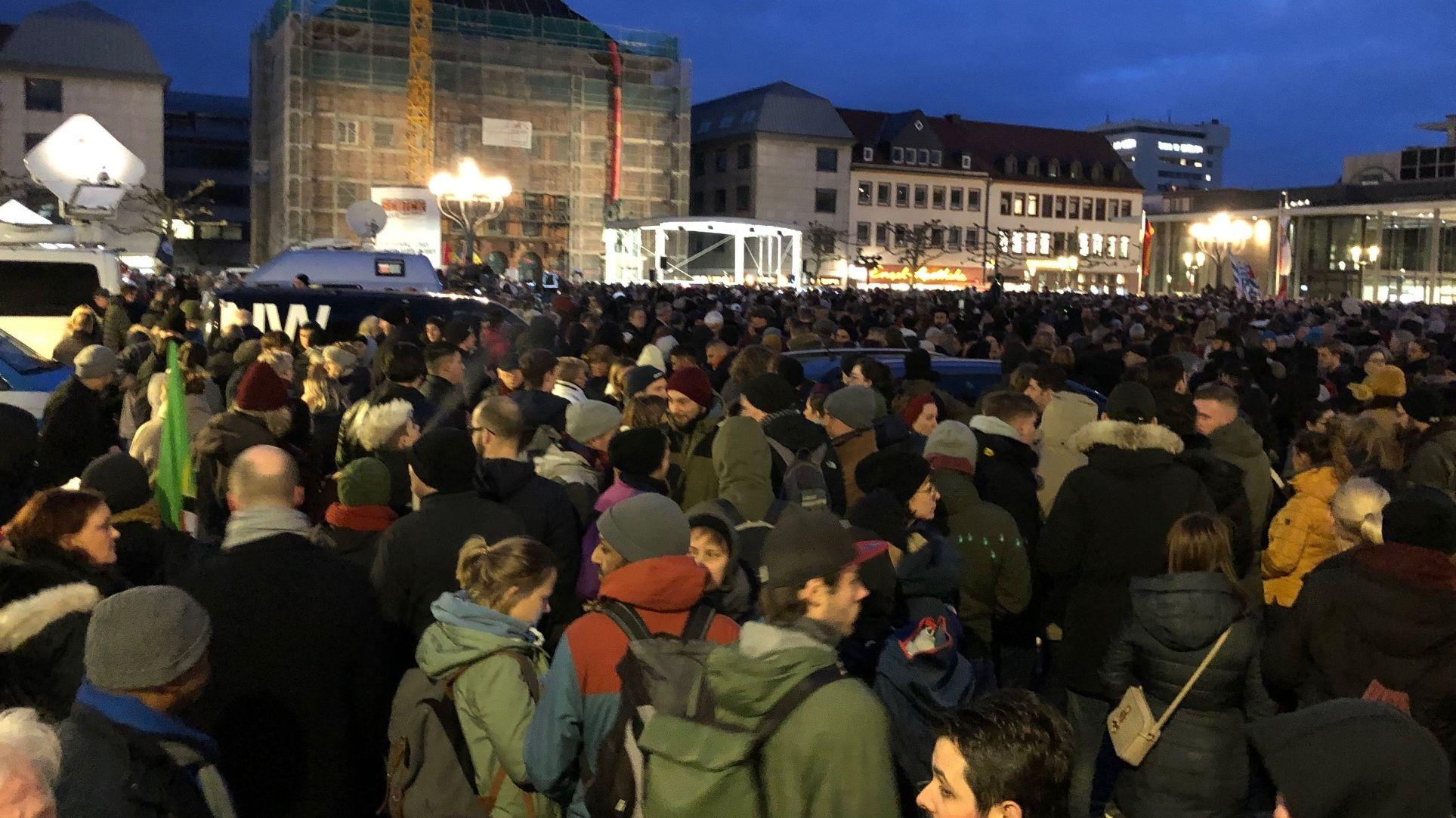 Mahnwoche in Hanau, in der Stadt, wo am Mittwochabend die Gewalttat geschehen war.