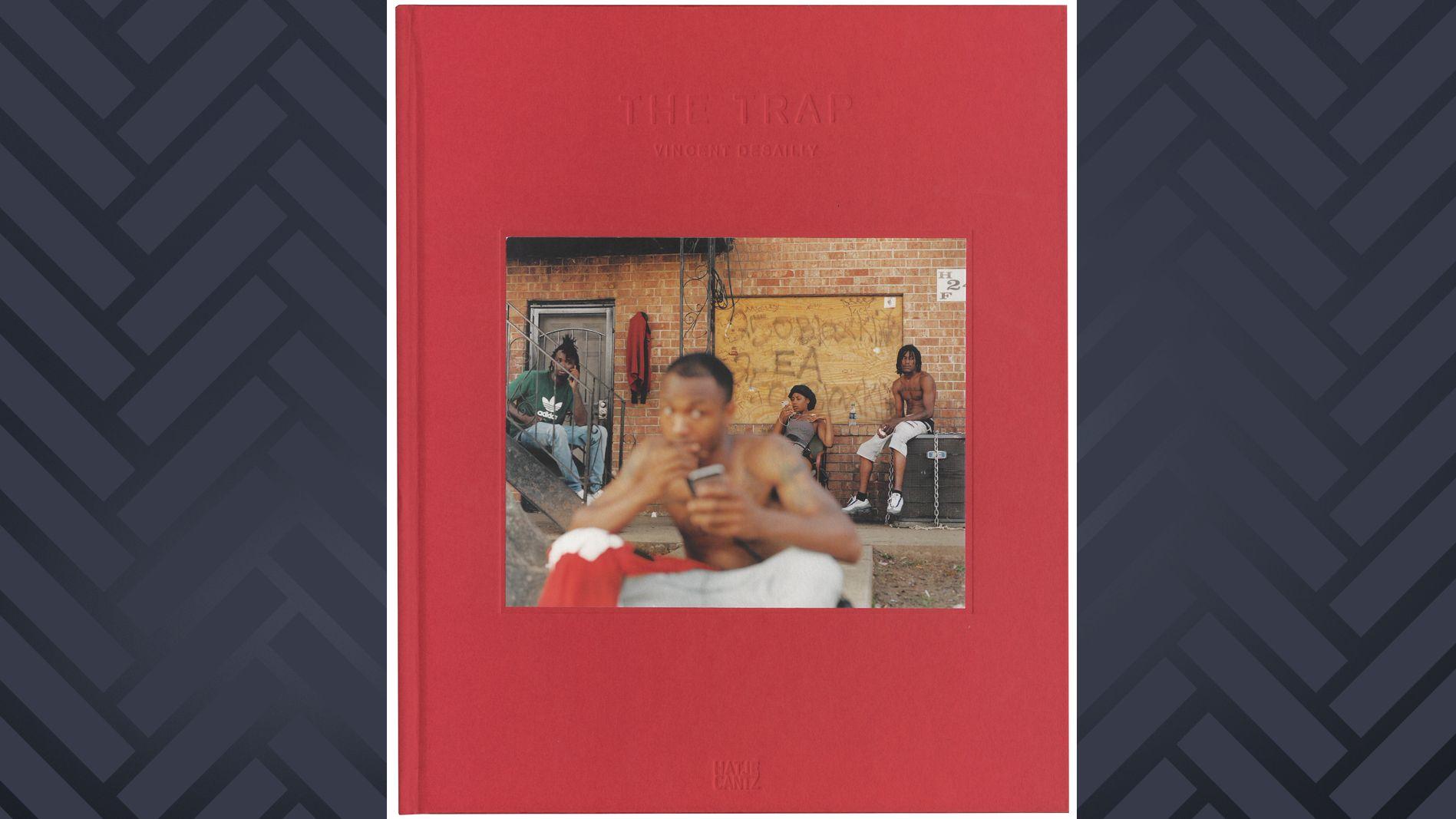 """Schwarze Nachbarschaft in Atlanta auf dem Cover des Fotobandes """"The Trap"""" von Vincent Desailly"""