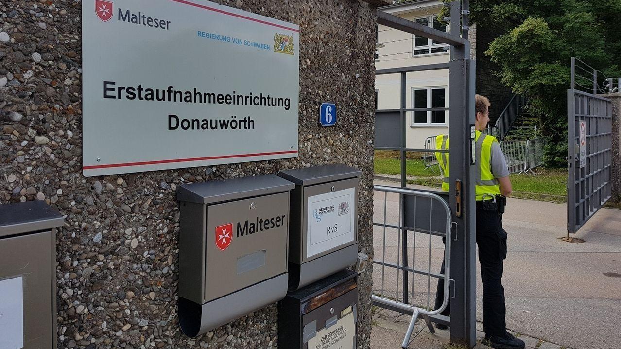 Das Donauwörther Ankerzentrum steht wieder im Fokus, nachdem ein junger Nigerianer dort randaliert hat.