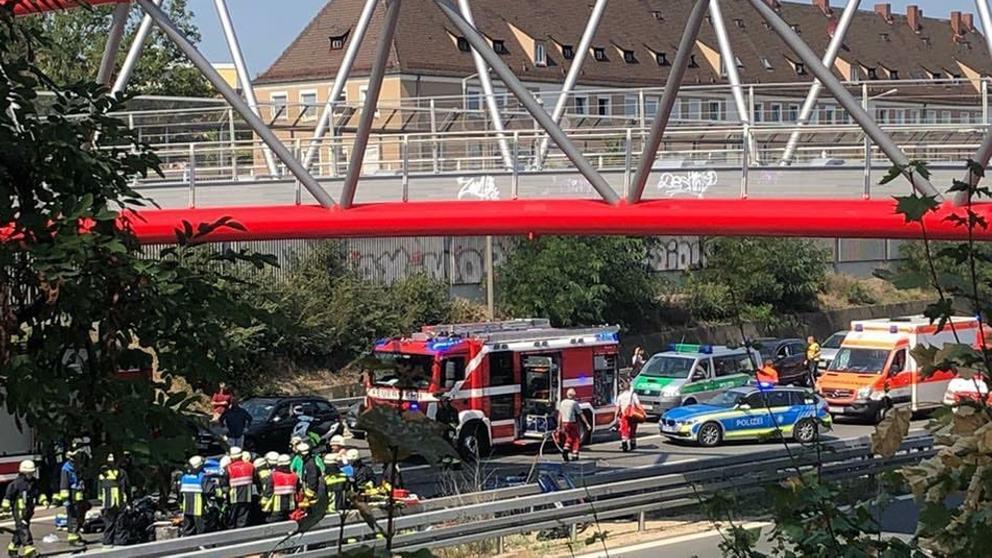 Unfallstelle auf der A73 mit Einsatzkräften   Bild:News 5
