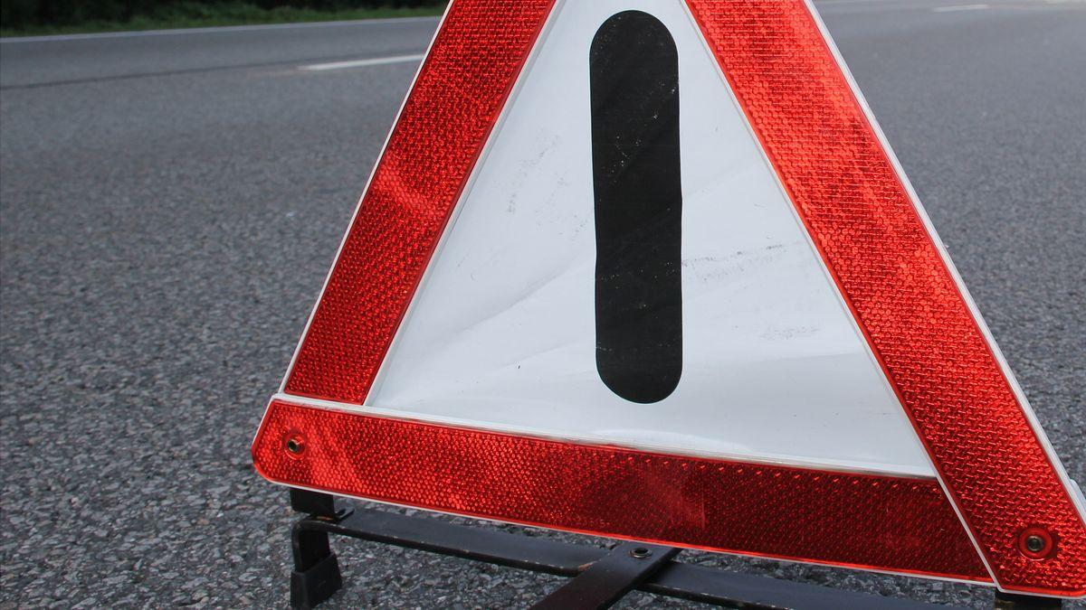 Warndreieck an einer Unfallstelle (Symbolbild)