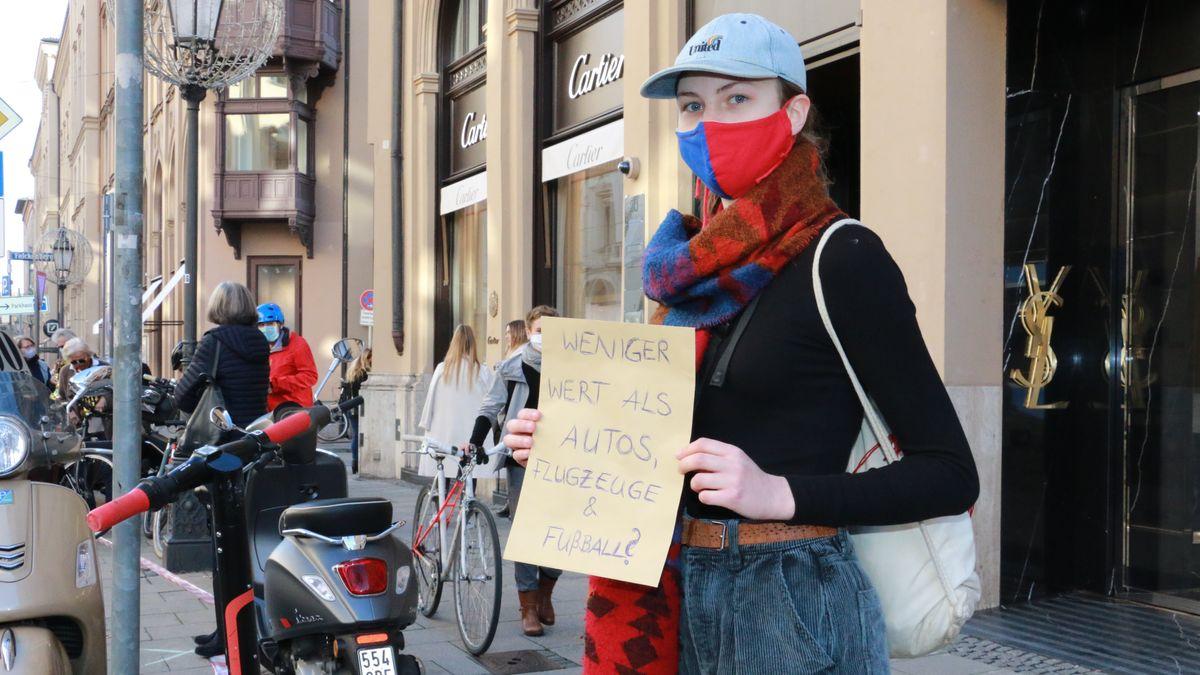 Demonstrantin in der Maximilianstraße