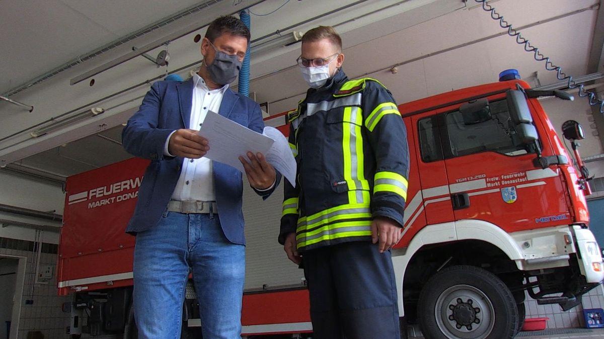 In Donaustauf befreite sie neulich einen Buben aus einem Aufzugschacht. Der Dank dafür: Die Feuerwehr soll die Schäden am Aufzug bezahlen.