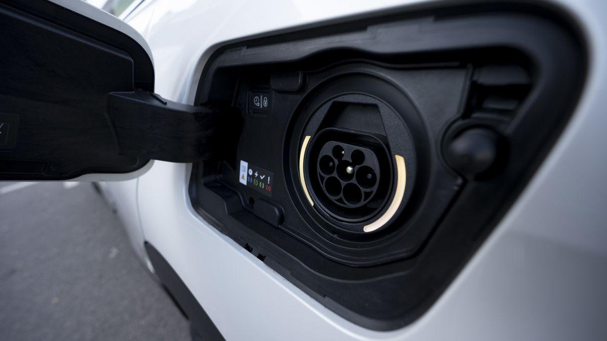 Ein SUV-Plug-in-Hybrid von Peugeot