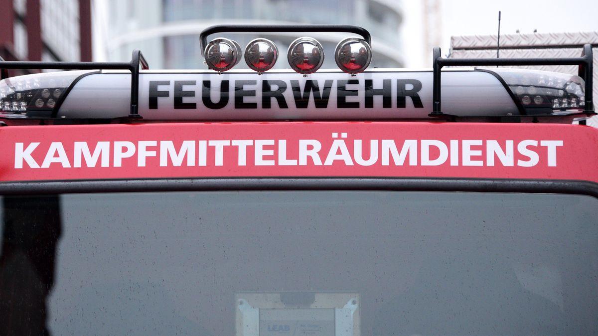 Feuerwehrauto mit der Aufschrift Kampfmittelräumdienst