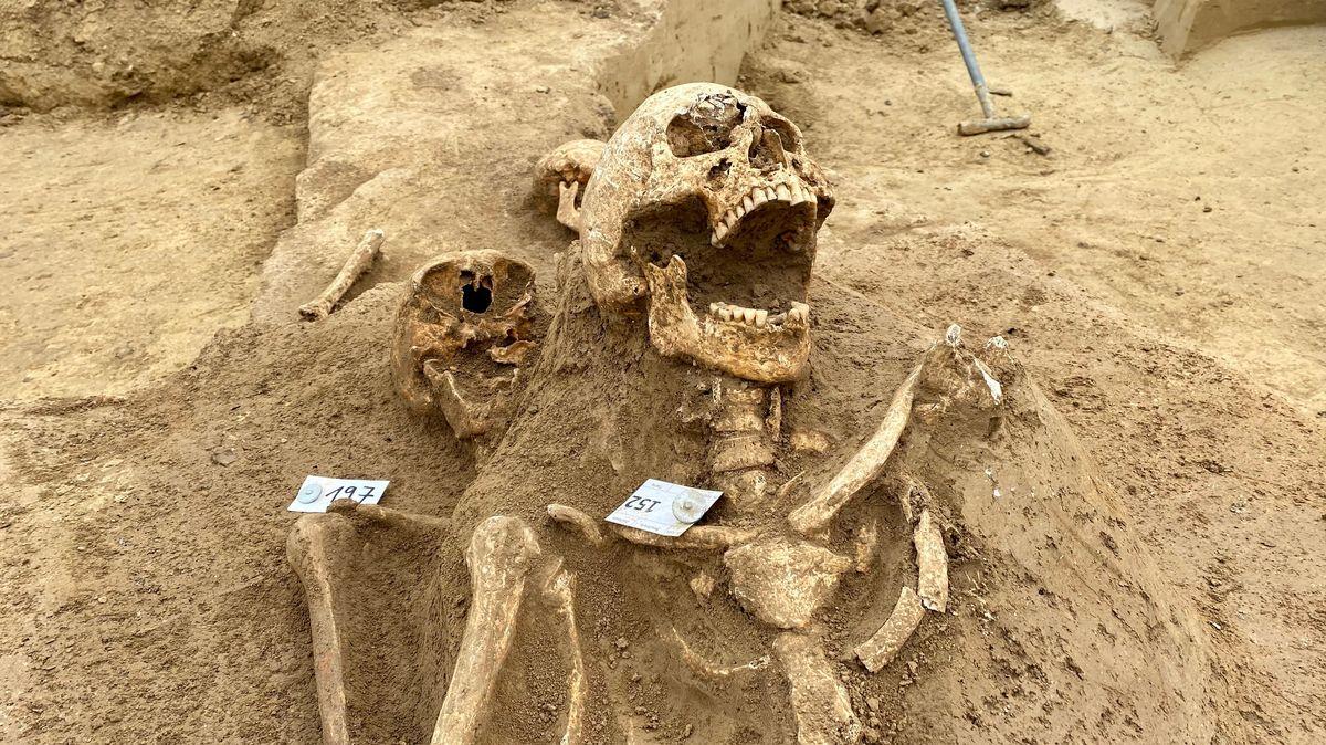 Archäologen entdecken großen mittelalterlichen Friedhof in Niederbayern