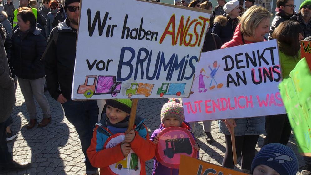 Demonstration gegen LKW-Verkehr durch Neuburg | Bild:BR