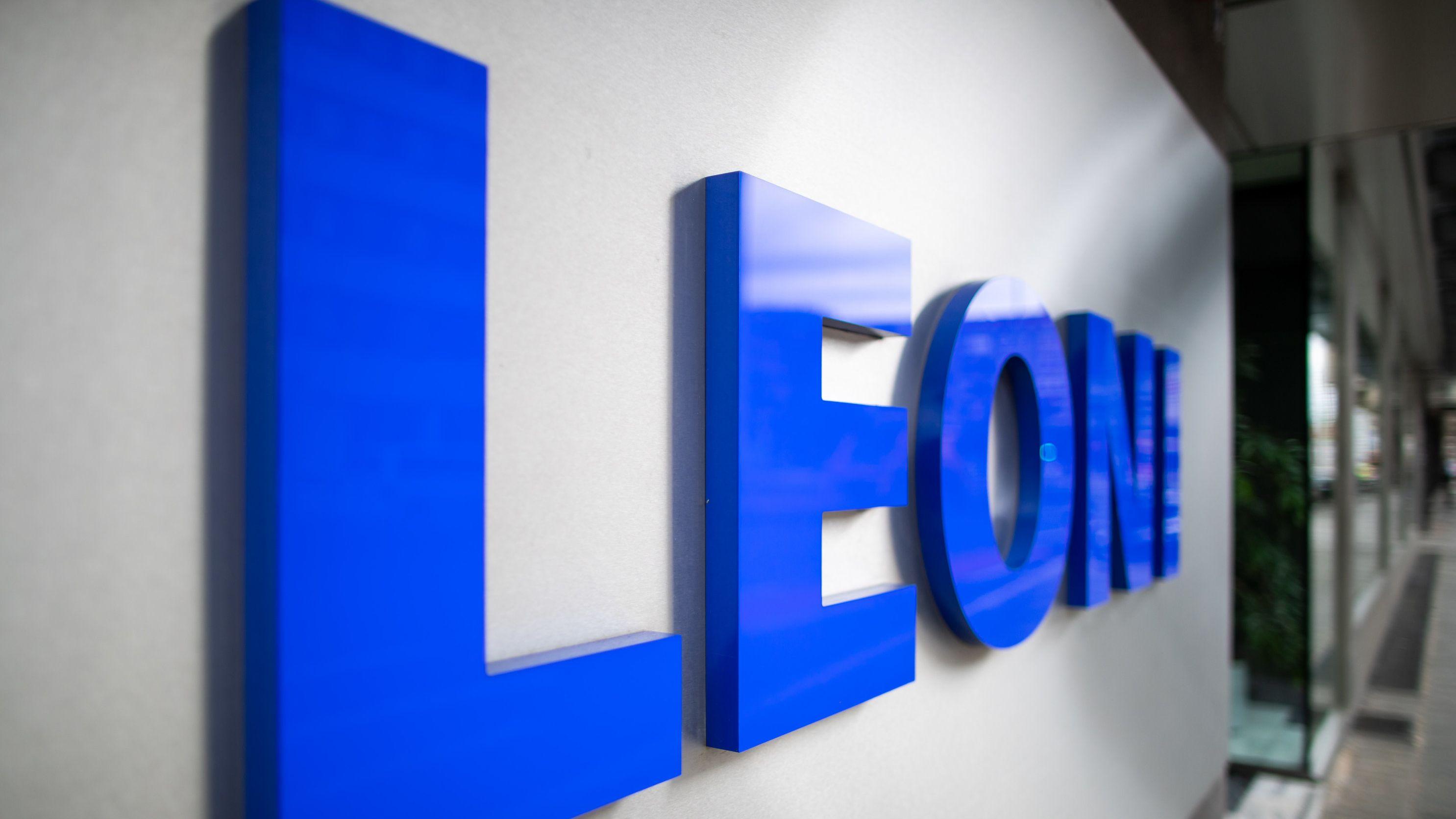 Firmenschild von Leoni