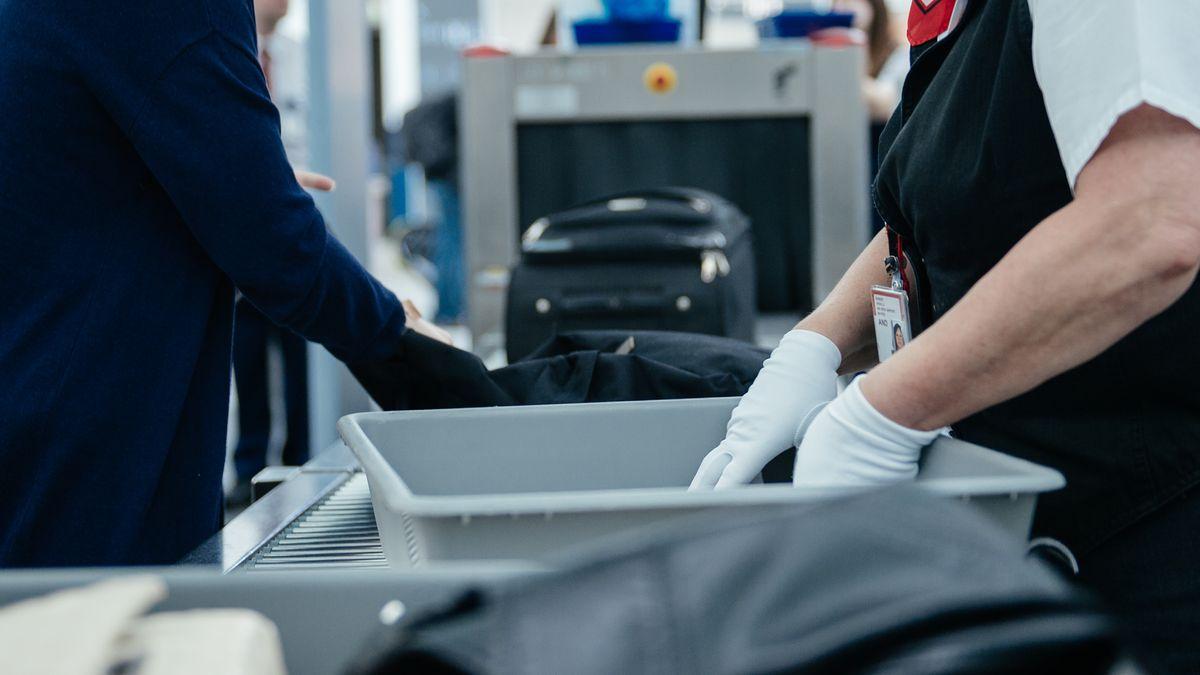 Handgepäckkontrolle am Flughafen München