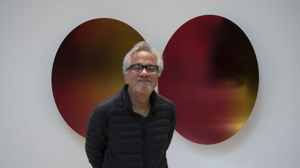 Tritt bescheiden auf: Anish Kapoor vor einem eigenen Werk