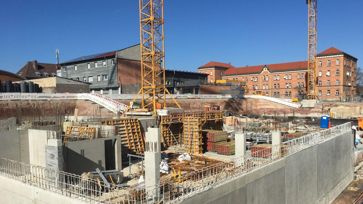 Eine Baustelle in Bayreuth: 116 neue Wohnungen mit bezahlbaren Mieten baut die GBI am Rährensee