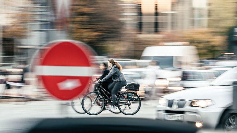 Verkehrsinfarkt auf dem Oskar-von-Miller-Ring in der Münchner Innenstadt.